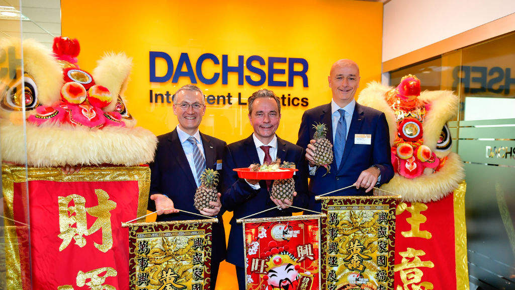 Opening the new DACHSER Singapore office: Frank Stadus (left), Managing Director Air & Sea Logistics Singapore, Jochen Mueller (middle), COO Air & Sea Logistics and Edoardo Podesta (right), Managing Director Air & Sea Logistics Asia Pacific.