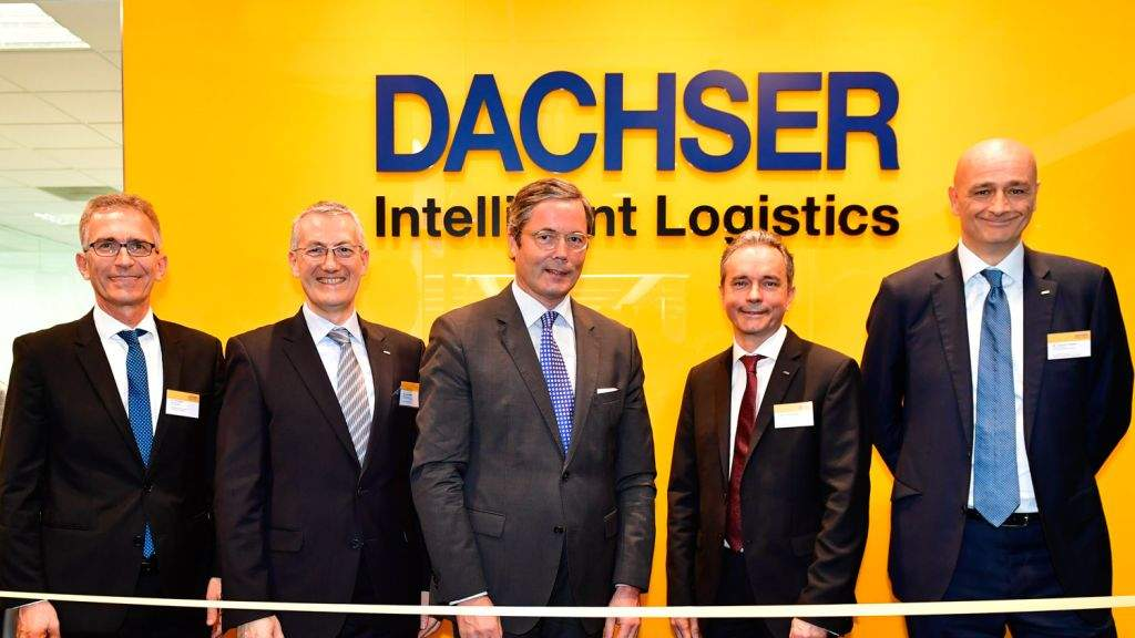 Opening the new DACHSER Singapore office: Dr Tim Philippi (left), Executive Director, Singaporean-German Chamber of Industry and Commerce and Dr Ulrich Santé (third from left), Ambassador of Germany in Singapore with the DACHSER management team